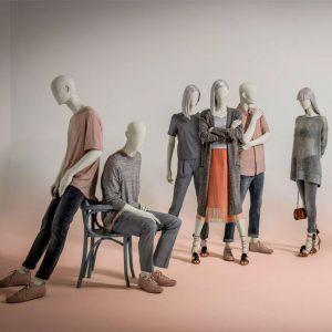 grupo de maniquíes con ropa de moda